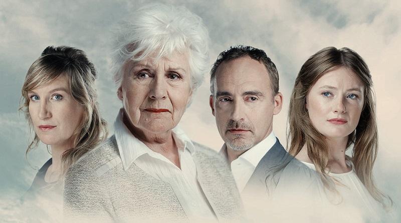 Anne-Wil Blankers met zoon Christo van Klaveren in 'Wat ik moest verzwijgen'