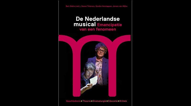 Eerste exemplaar musicalboek overhandigd aan Joop van den Ende, Lone van Roosendaal en William Spaaij